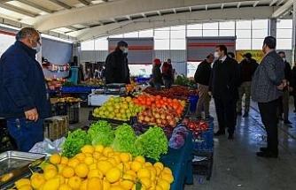 Başkan Çakın, pazar esnafının dertlerini yerinde dinledi