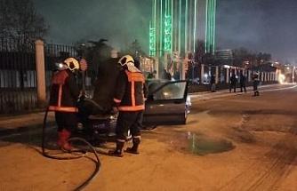 Başkent'te  seyir halindeki otomobil alev aldı