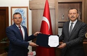BEÜ Öğretim Üyesi Prof. Dr. Aydın 'en iyi bilimsel makale' ödülüne layık görüldü