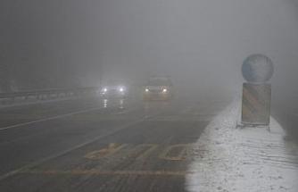 Bolu Dağı'nda kar yağışı ve yoğun sis etkili oluyor