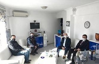 Burhaniye Kaymakamı, Eğitim Faaliyetlerini Destekleme Derneğini ziyaret etti