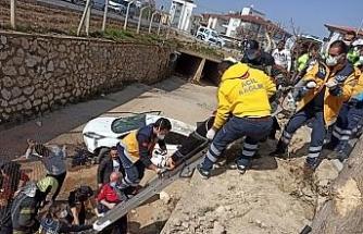 Direksiyon hakimiyetini kaybeden sürücü kanala düştü