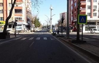 Diyarbakır'da kısıtlama sessizliği: Vatandaşlar evlerine çekildi, kent hayalet şehre döndü