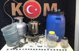 Evini sahte alkol imalathanesine çeviren kişi yakalandı