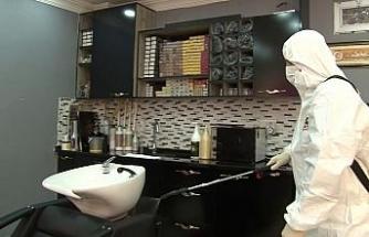 Fatih'te kadın kuaförleri korona virüse karşı dezenfekte edildi