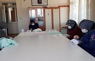 Kadınlar mesleki eğitim kursuyla altın bilezik sahibi oluyor