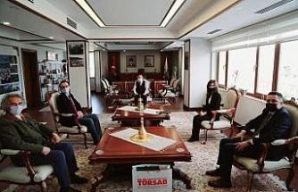 Kantarcı ve yönetim kurulu üyeleri Rize valisi Çeber'i makamında ziyaret ettiler