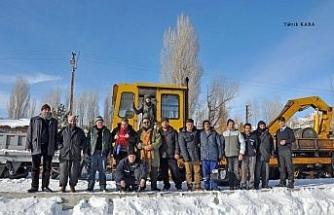 (ÖZEL) Demir yolunun 'kar savaşçıları'ndan nefes kesen çalışmalar