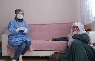 """(Özel) İkinci doz aşıyı olan Fatma Nine: """"Rabbim devletimizi kaim eylesin"""""""