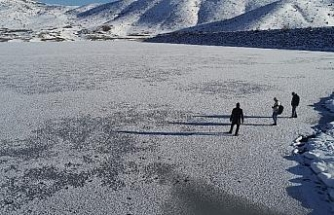 Sibirya soğuklarının etkisiyle dondu, kırağı ile gözden kayboldu
