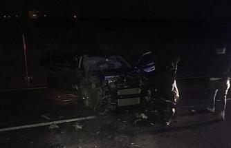 Ters yöne giren otomobil ile servis midibüsü çarpıştı: 4 yaralı