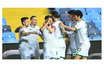 Adanaspor 0-3 BursasporTFF 1. Lig'in 27. haftasında Bursaspor, deplasmanda Adanaspor'u 3-0 yendi.