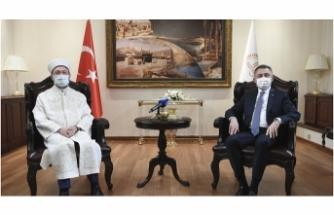 Cumhurbaşkanı Yardımcısı Oktay'dan Diyanet İşleri Başkanı Erbaş'a geçmiş olsun ziyareti