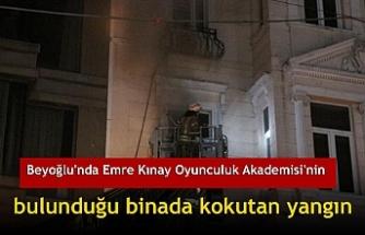 Beyoğlu'nda Emre Kınay Oyunculuk Akademisi'nin bulunduğu binada kokutan yangın