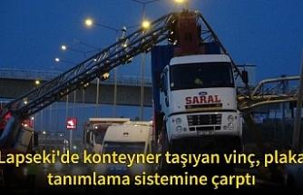 Lapseki'de konteyner taşıyan vinç, plaka tanımlama sistemine çarptı