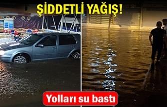 Şiddetli yağış; yolları su bastı