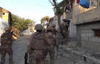Besni'de uyuşturucu tacirlerine operasyon: 18 gözaltı