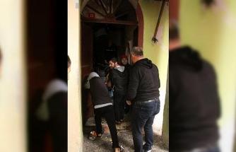 Beyoğlu'nda itfaiyenin hastaya ulaşma çabası