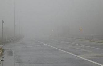 Bolu Dağı'nda sis ve yağmur, ulaşımda aksamalara neden oldu