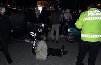 'Dur' ihtarına uymayan otomobildeki 2'si kadın 4 kişi, 5 kilometre kaçabildi