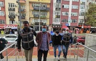 Sahte altınla kuyumcuları dolandıran 2 kişi tutuklandı