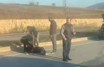 Servis minibüsünün çarptığı motosikletin sürücüsü hayatını kaybetti