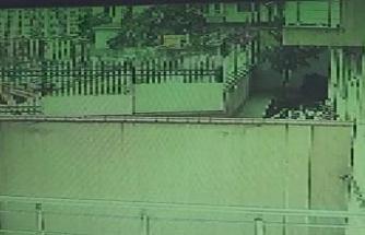 Üsküdar'da istinat duvarı çöktü: o anlar kamerada