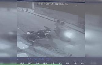 Üsküdar'da motosiklet hırsızlığı güvenlik kamerasında