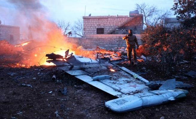 Rusya'da düşürülen savaş uçağının ardından Rusya hava saldırısı