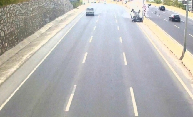 Aksiyon filmini aratmayan kaza görüntüleri MOBESE kameralarına böyle takıldı
