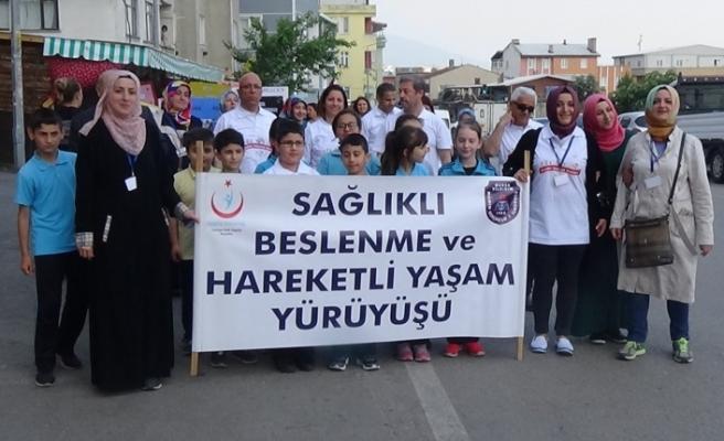 Bursa'da, Mümin Gençoğlu-1 İlkokulu öğrencileri sağlığa yürüdü