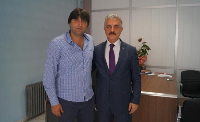 Bursaspor'un yıldız ismi Okan Yılmaz'dan MHP'ye destek ziyareti