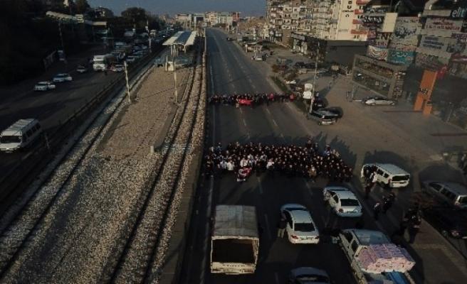 Bursa'da 9,05'te trafiği böyle durdurup Atatürk'ü andılar, o anlar havadan görüntülendi