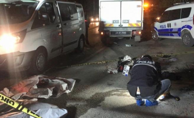 Bursa'da motosiklet ile hafif ticari araç çarpıştı 2 ölü 1 yaralı!