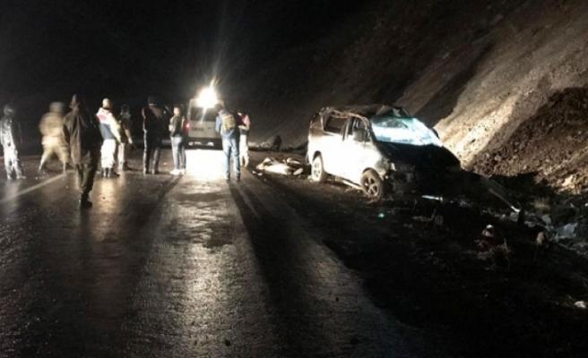 Düzensiz göçmenleri taşıyan minibüs şarampole yuvarlandı: 5 ölü, 16 yaralı