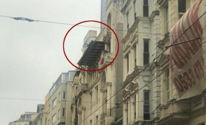 İstiklal Caddesi'nde intihar girişimi!