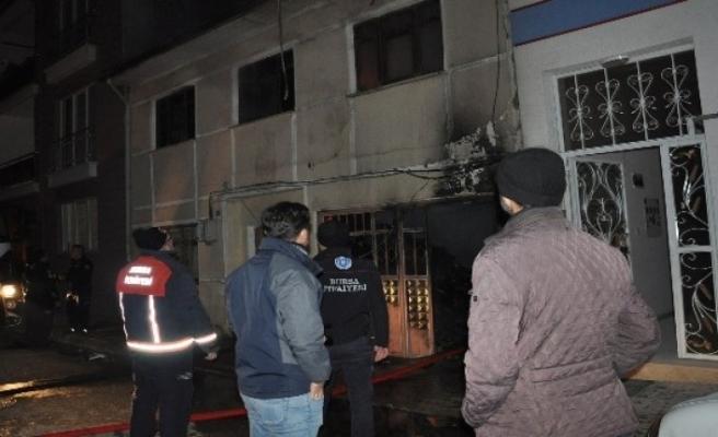 Bursa'da korkutan yangın ! İki katlı ev alevlere teslim oldu!