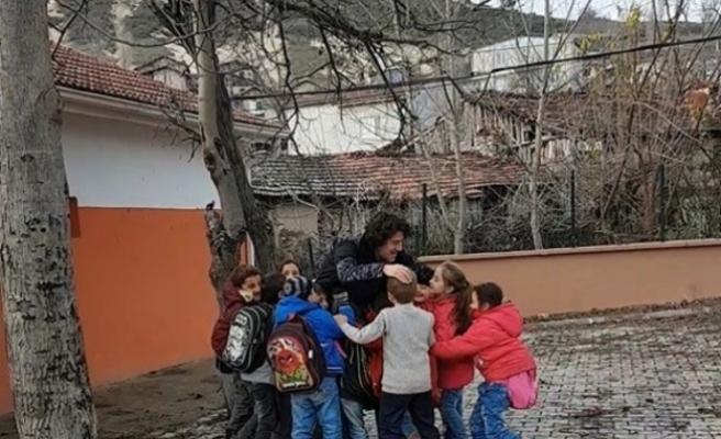 Bursa'da öğrenciler, öğretmenlerinin peşini bırakmadı