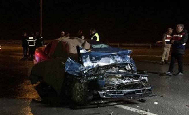 Otomobil ile TIR çarpıştı!  2 ölü, 1 yaralı