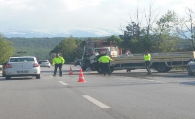 Bursa'da feci kaza... Kamyonet taş yüklü kamyona çarptı
