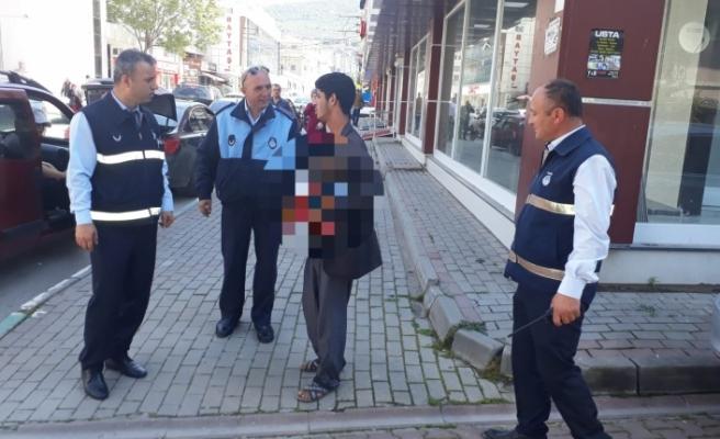 Bursa'da zabıta dilencilere göz açtırmıyor