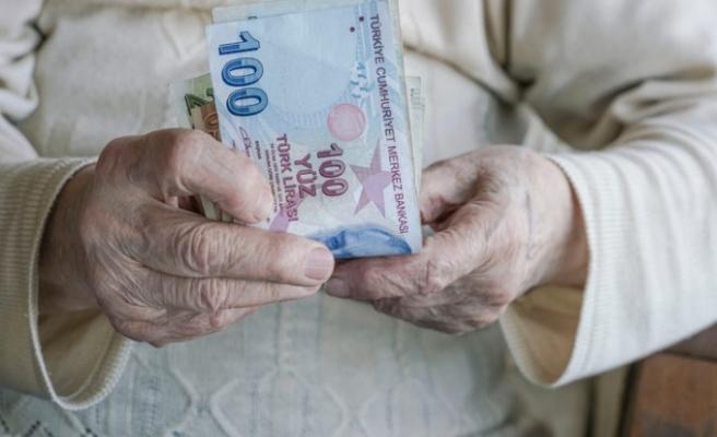 Emeklilerin gözü ek ödemede