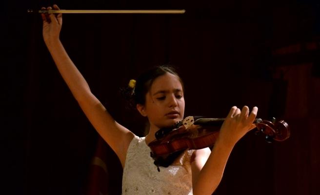 Genç yetenek Elif İtalya'da birinci oldu!