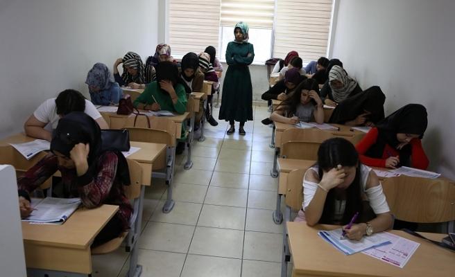 Haliliye'de öğrenciler TYT ve AYT hazırlanıyor