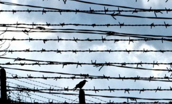 Meksika'da gözaltındaki 90 Kübalı göçmen firar etti