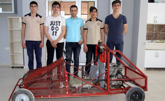 Öğrenciler motorlu araç üretti