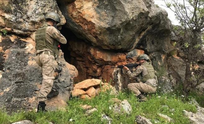 PKK'lı teröristlere ait 3 kış sığınağı imha edildi