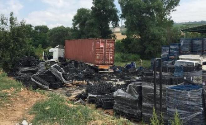 Bursa'da tarlaya giren TIR'ın sürücüsü yaralandı