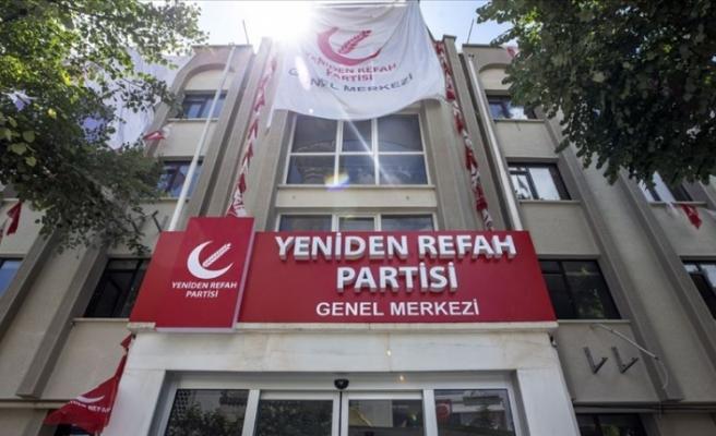 Yeniden Refah Partisi tabelasını astı