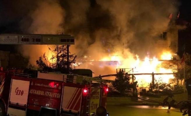 Ataşehir'de 3 katlı restoran alev alev yandı (Geniş haber)